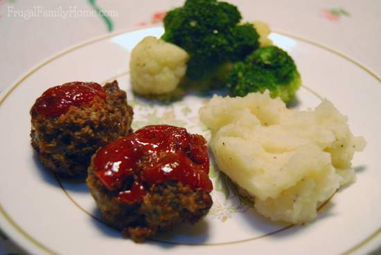 Easy to make, quick to bake muffin tin meatloaves.