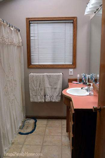 Here's how the bathroom looked after the quick cleaning