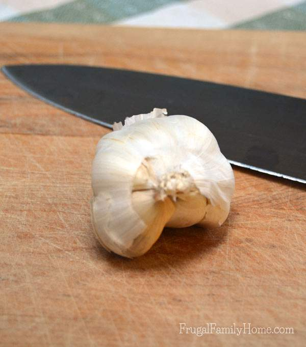 How to Quickly Peel a Head of Garlic | Frugal Family Home