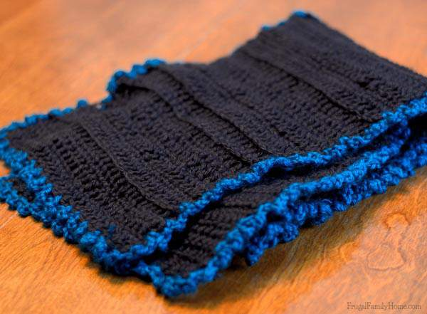 Easy to make textured scarf with cute edging