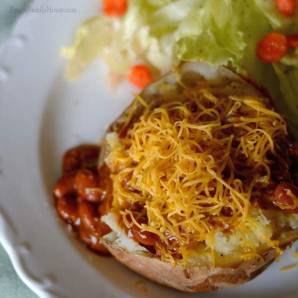 Easy, cheap and yummy dinner, Chili Baked Potato Bar | Frugal Family Home