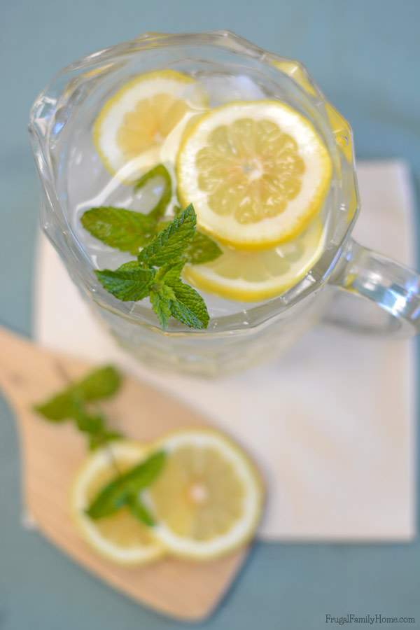 This summer drink recipe has fast become one of my favorites and I think it will become one of your favorites too. This lemon mint water recipe is super simple to make but oh so refreshing. Just two, well three ingredients if you count the water, 30 minutes and you have a refreshing summer drink.