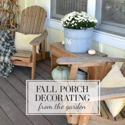 Great fall porch ideas for decorating.
