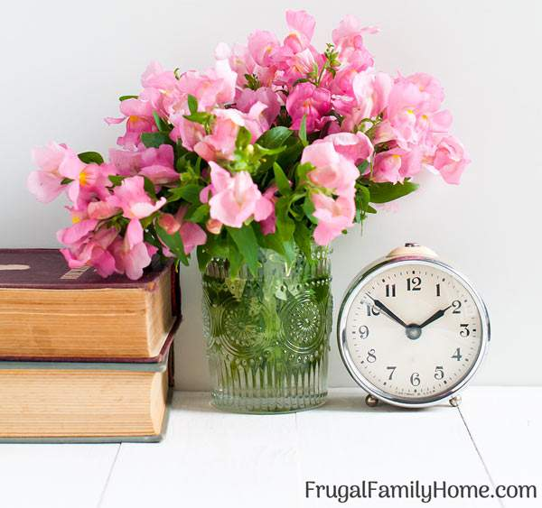 These 4 time management tips can help you stay focused on what is really important. I've made a change to my daily schedule with these tips and you can too. They can work both on tasks for moms and for work. Tip number one helped me the most.