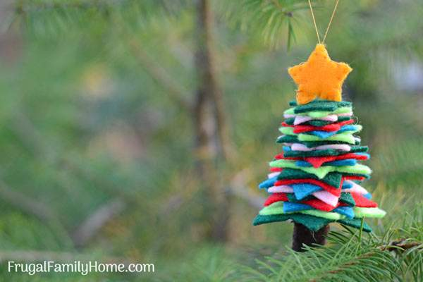 DIY Felt Christmas Ornament, Aren't these handmade felt Christmas tree ornaments so cute