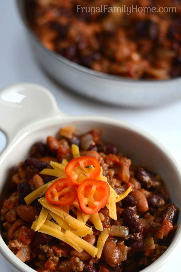 An easy skillet chili recipe that quick to prepare. It can be made with ground beef or make it vegetarian either way it's a simple, easy and inexpensive meal.