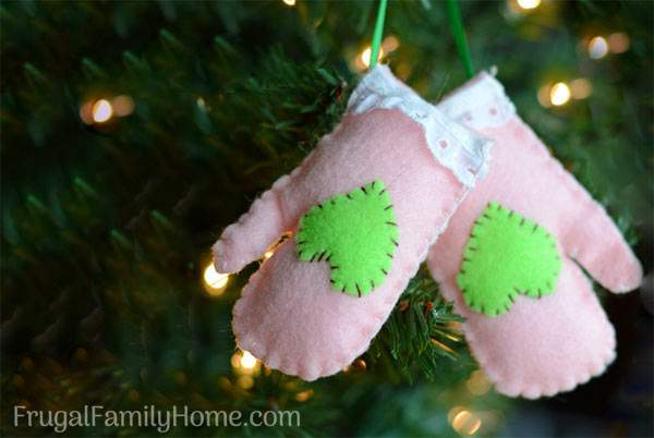 10 easy homemade christmas tree ornaments to make frugal Easy christmas decorations to make at home