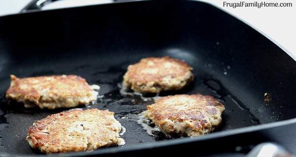 easy tuna patties cooking in the pan.