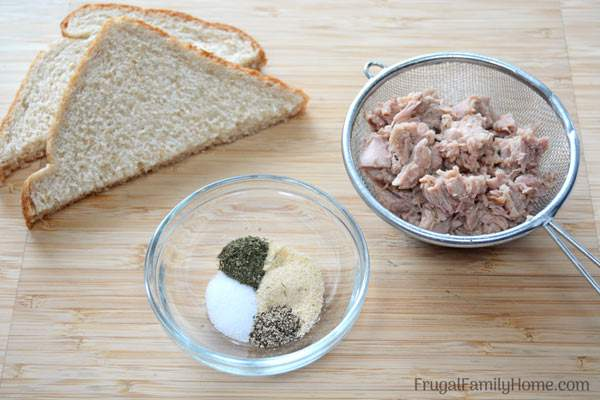 Ingredients for easy tuna patties.